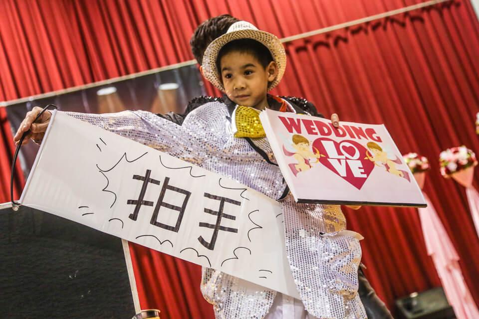 來賓請掌聲鼓勵鼓勵呀!魔術師跟小丑的表現都太精彩了,想要體驗這樣歡樂的活動氣氛嗎?儘速聯絡米爾可團隊噢!