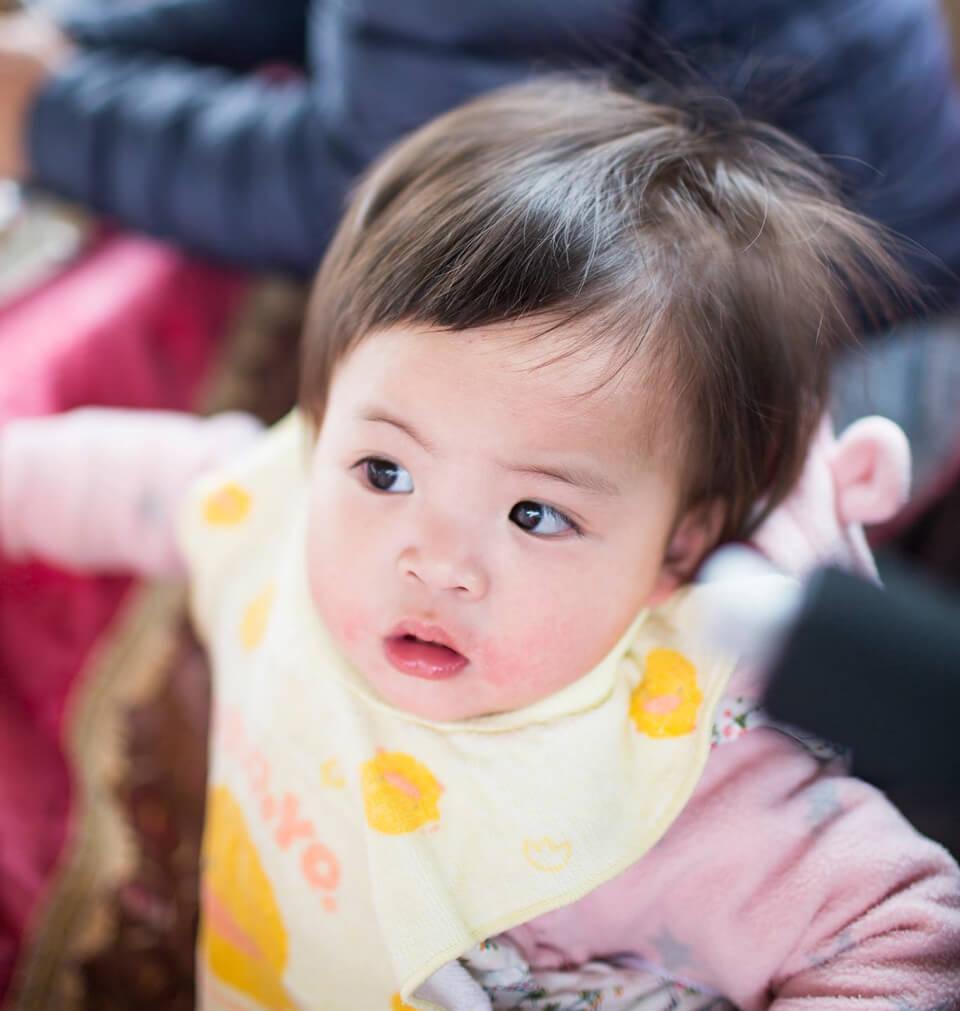 疑?這個小baby在看什麼啊