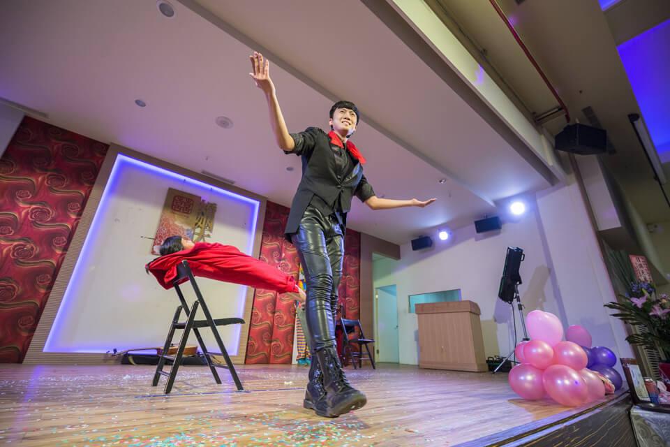 在氣氛哄抬到了最高點的時候,台下很多小朋友看到這麼精彩的表演