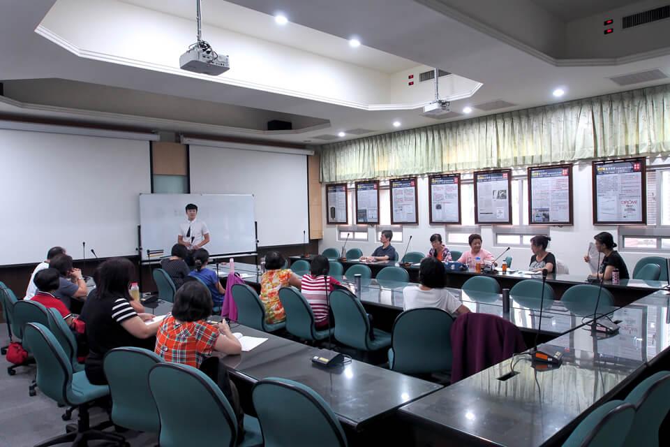 今天來到了勤益科技大學,校內開辦了一堂樂齡大學活動