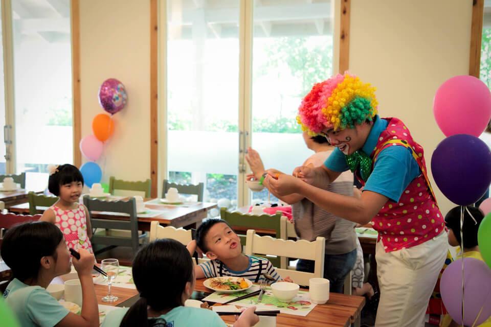 不只小壽星,連他的同學朋友們也可以一起參加生日派對同樂哦
