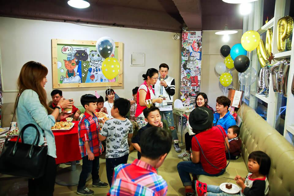 這場生日派對比較特殊的是,由於現場小朋友眾多,業主比較希望的是小丑魔術表演