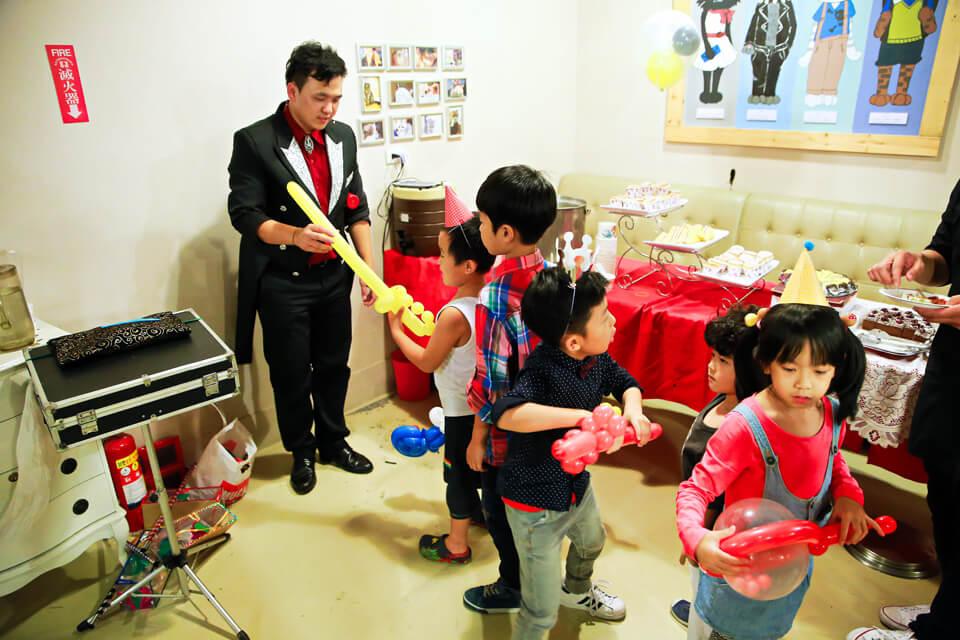 在節目的尾聲,贈送給現場每位小朋友們精美的造型氣球!