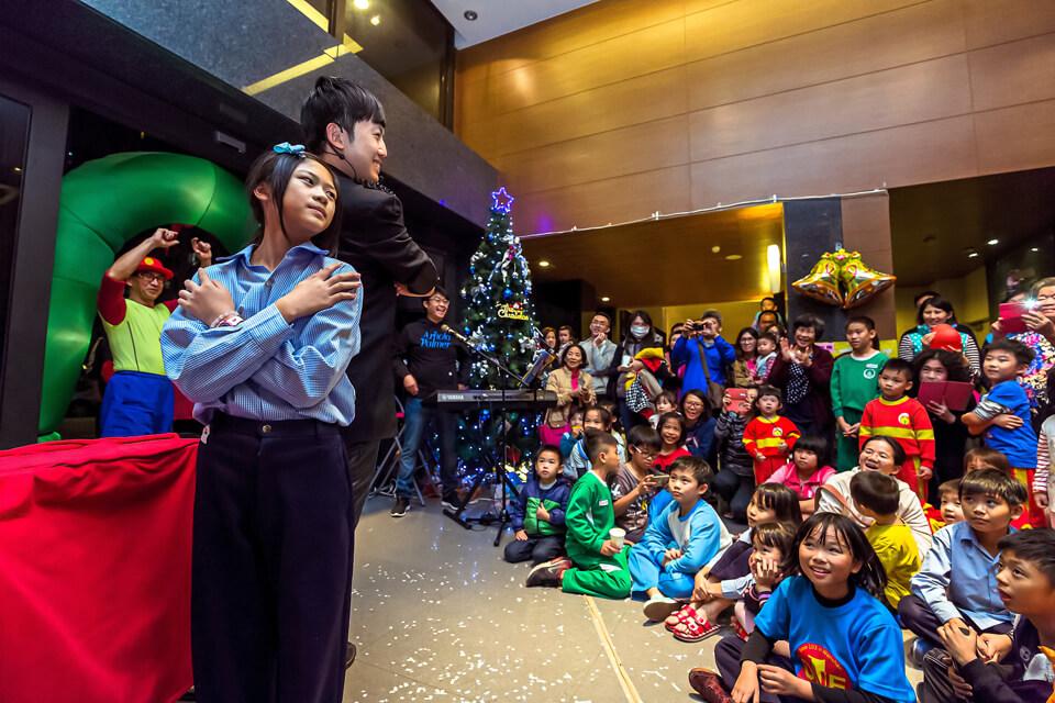 在這迷幻的聖誕夜,來場神奇的魔術秀