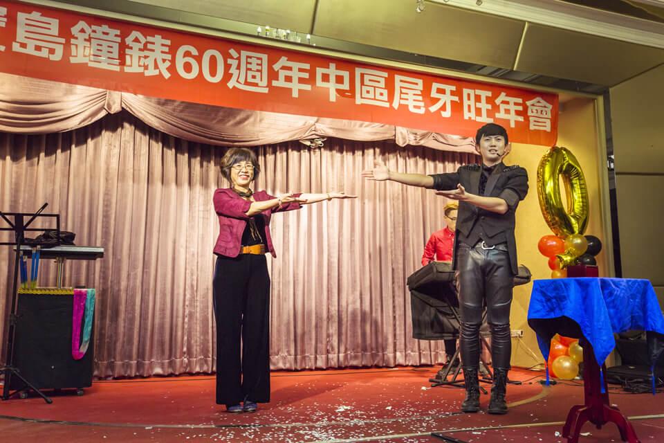 表演結束後,兩位互相為對方要掌聲