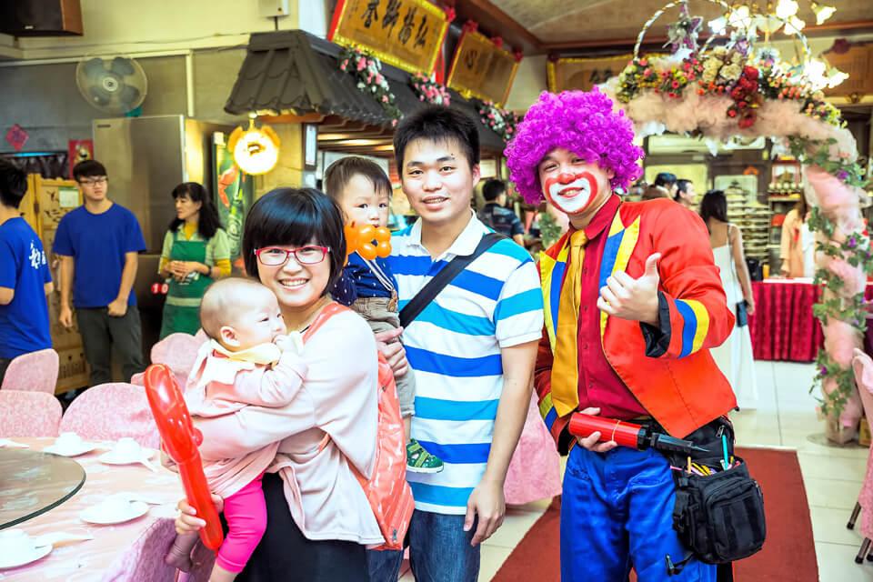 氣球小丑的表演總讓在場的人都洋溢開心的微笑,還有魔術表演也把現場炒熱氣氛到最高點!