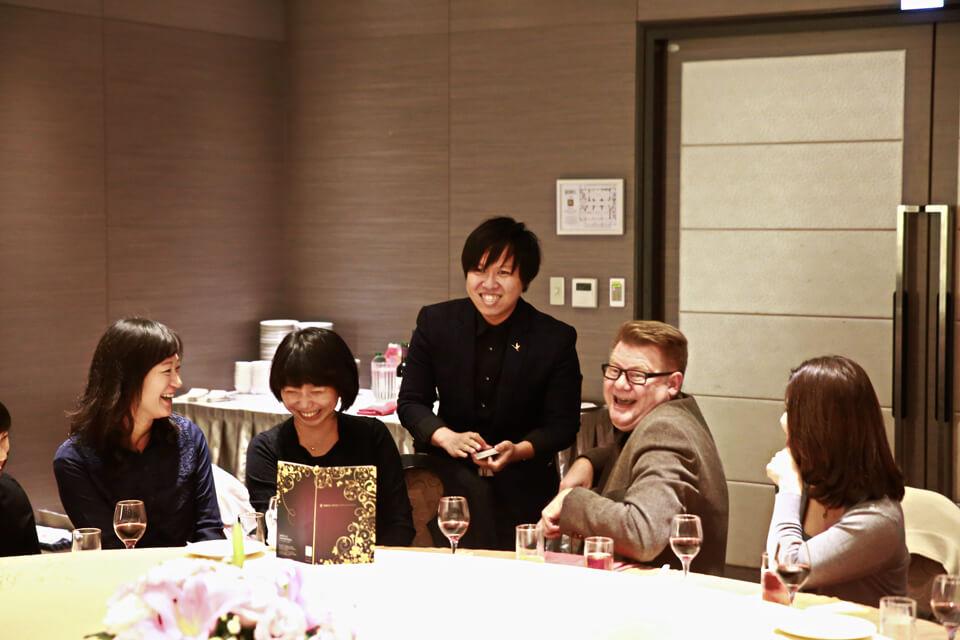 不管是台灣的員工或者外國的主管看了今天的魔術都非常滿意呢!!