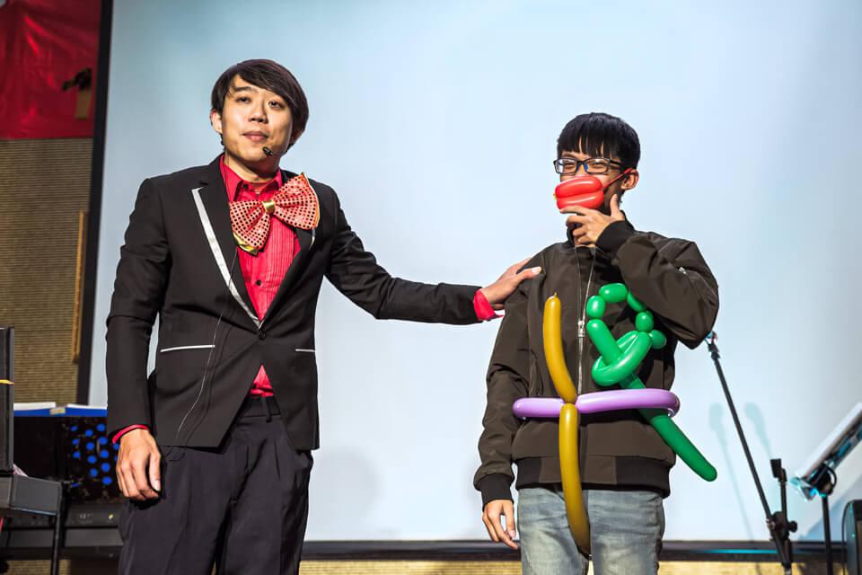 好節目不間斷下一個為各位帶來表演的是氣球表演達人-小煜