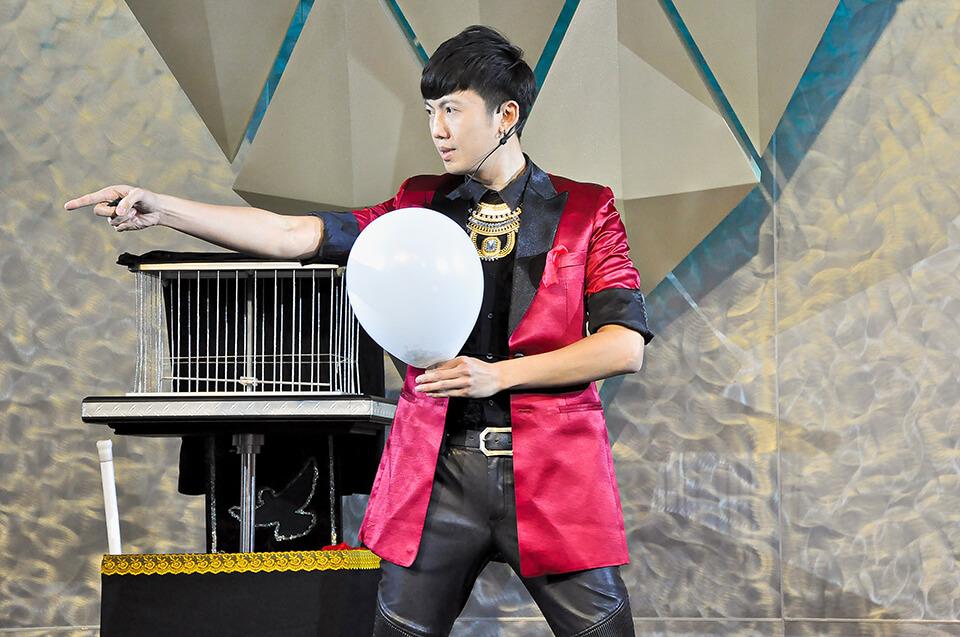 魔術師查尼今天來到凱擘影城的春酒活動會場