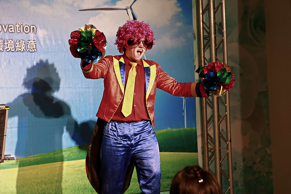 小丑哥哥跟小朋友每一次的互動都讓小朋友為之瘋狂