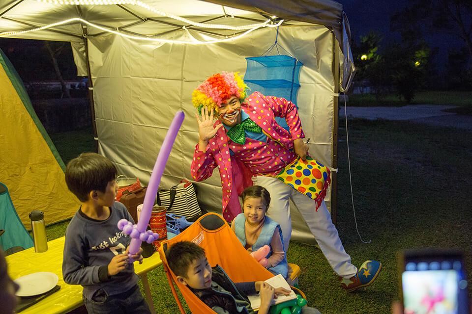 每個小朋友都很開心小丑哥哥的到來呢!!