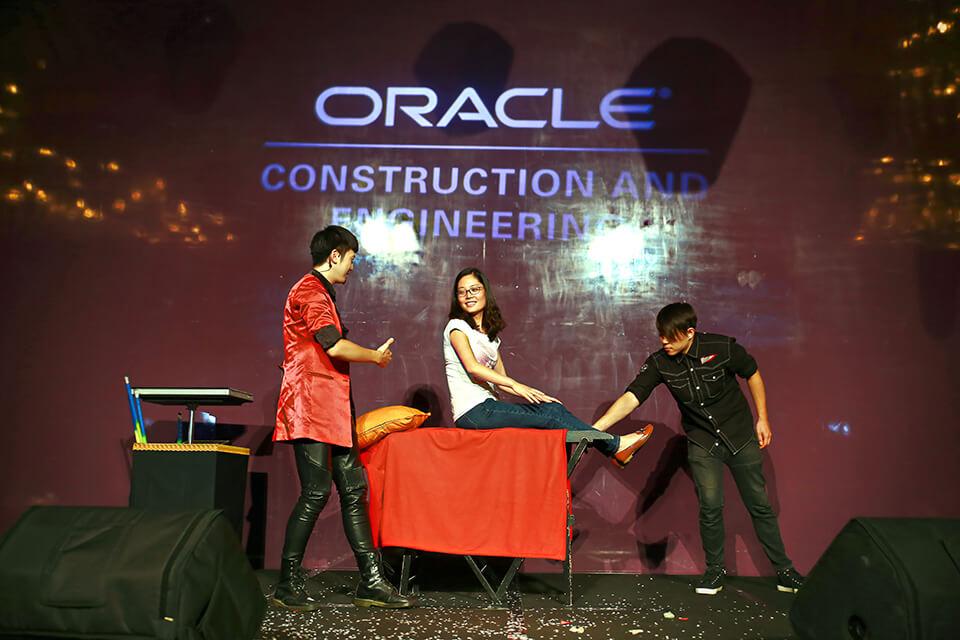 接下來!!!魔術師邀請觀眾上台