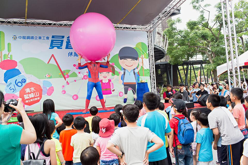 你有想過一個一米75的大人可以進入一顆氣球裡