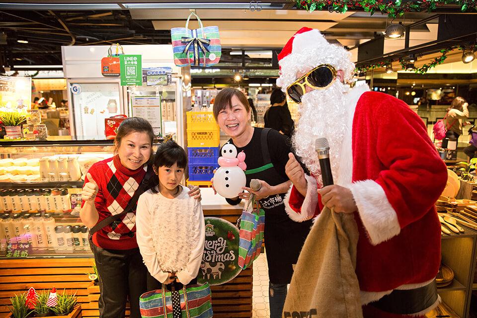 聖誕老人也準備了應景的雪人氣球