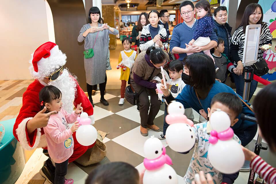 聖誕老人的雪人氣球大受歡迎