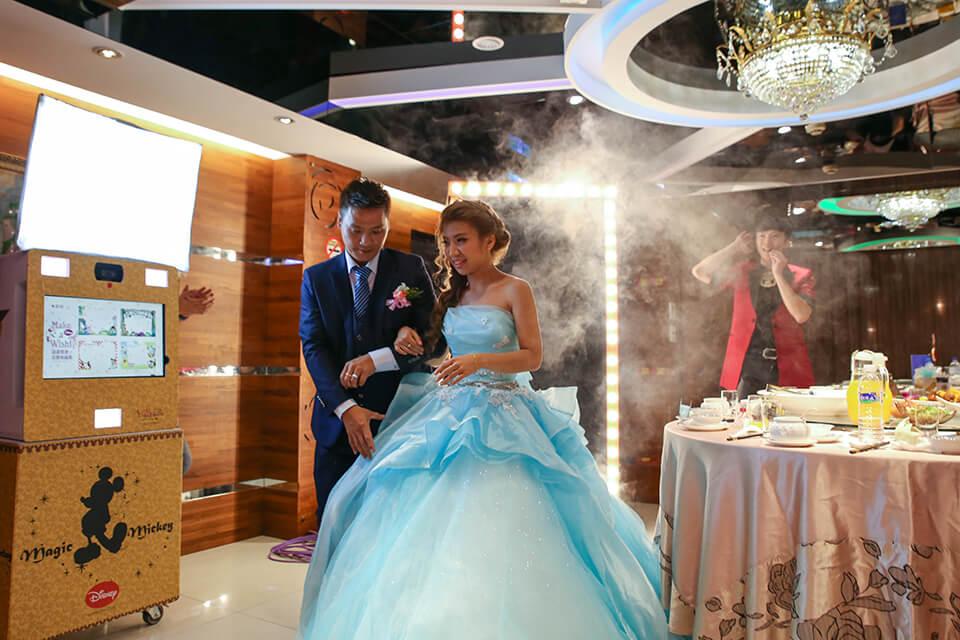 原來是美麗的新娘變出來了