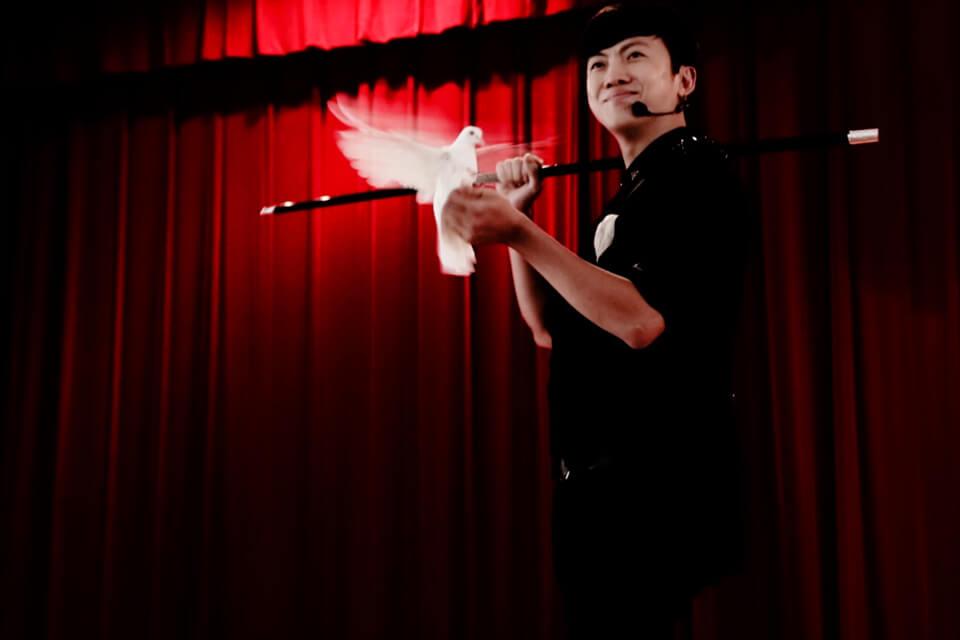 這次的兒童魔幻劇場是由台中市政府社會局主辦,由米爾可魔術表演娛樂企劃團隊負責規劃活動。