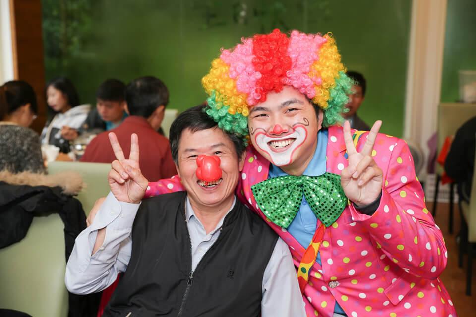 而且今天在宜宸的婚禮上,小丑哥哥也有天大的喜事呢!