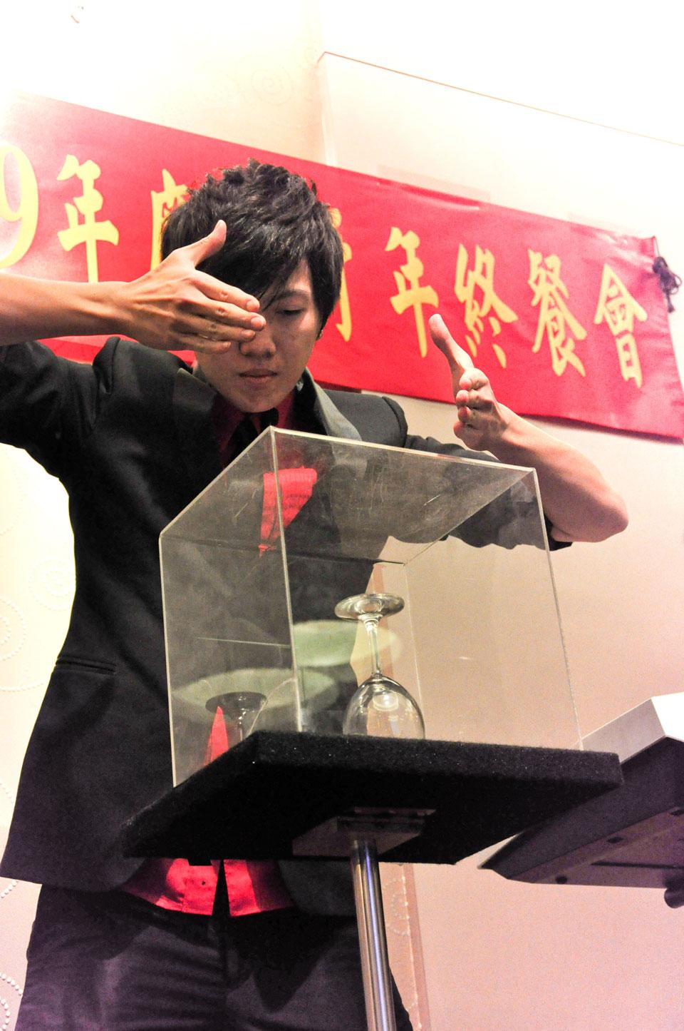 新中旅集團公司尾牙,邀請米爾可帶來魔術表演秀要娛樂全體員工
