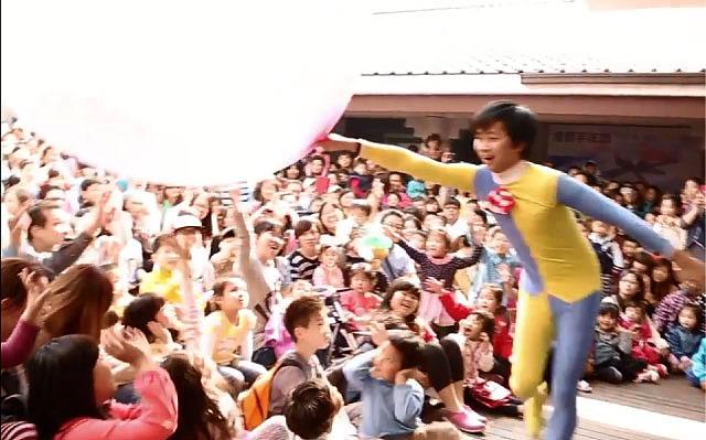 人入大氣球是一個充滿歡樂和驚奇的魔術表演