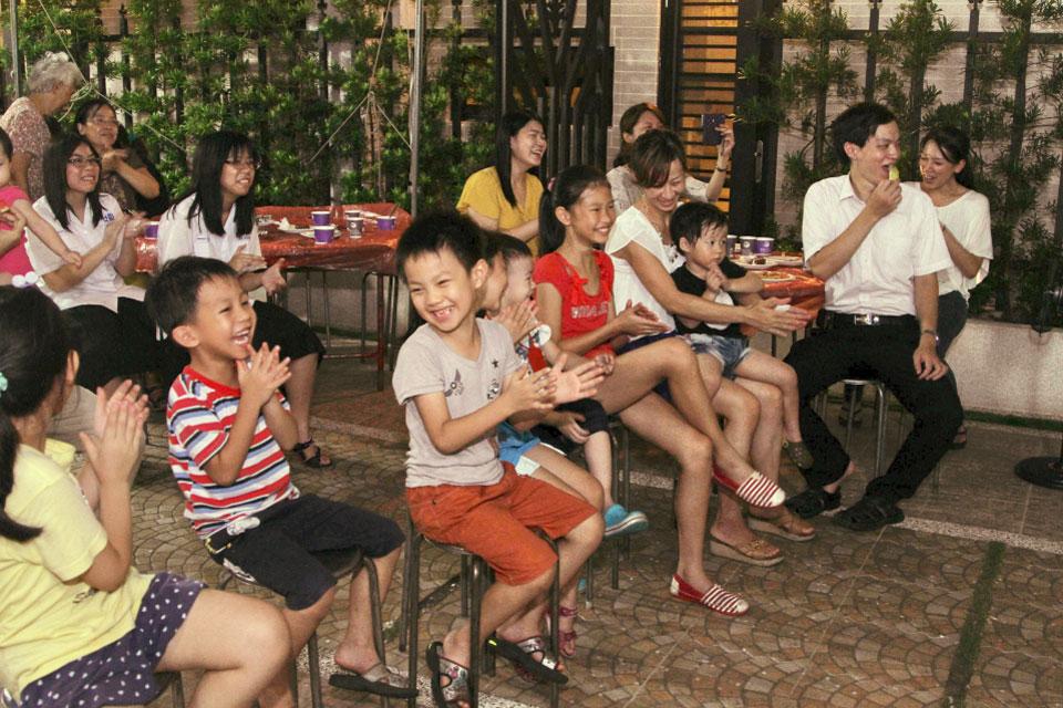 應權文雁社區位在彰化,大約有15戶,是一個新落成的社區,透過這次米爾可精心準備的魔術表演系列節目讓住戶更熟更熱鬧啦!!