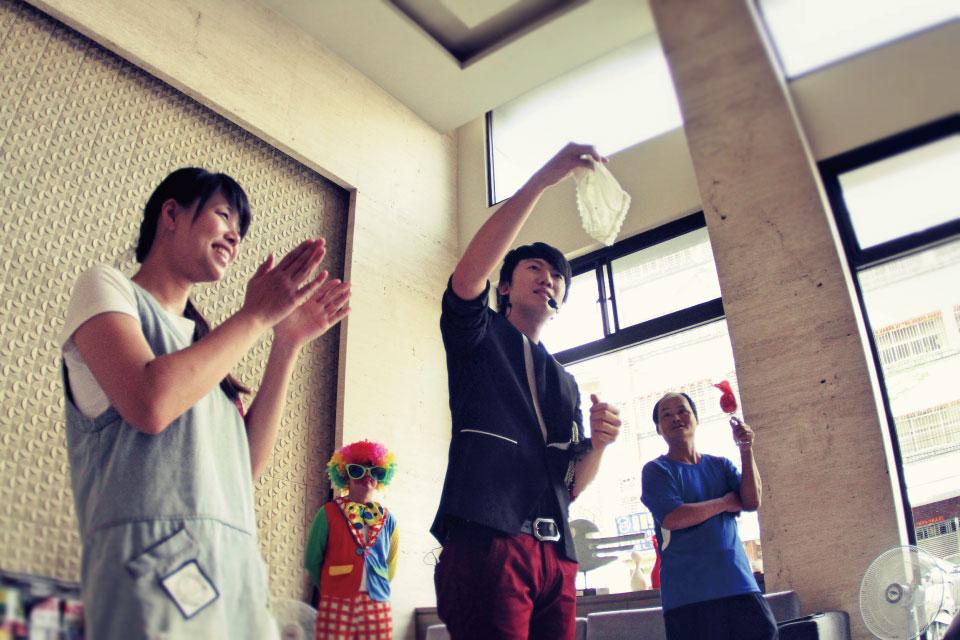 其實米爾可應邀為佳福君璽社區做中秋派對魔術表演的時候,中秋節已經過了一個禮拜