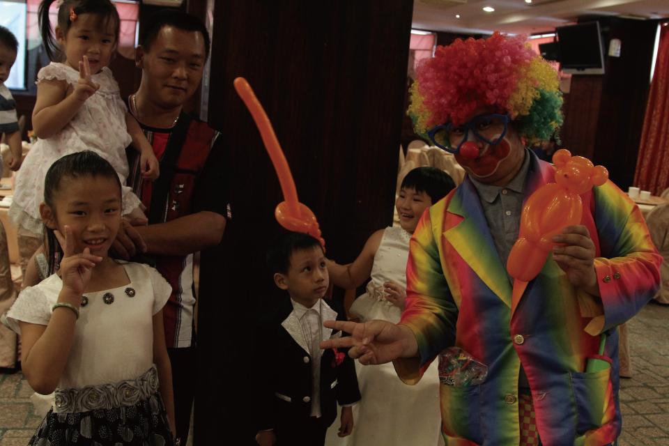 小丑先生在現場會發送造型氣球給賓客