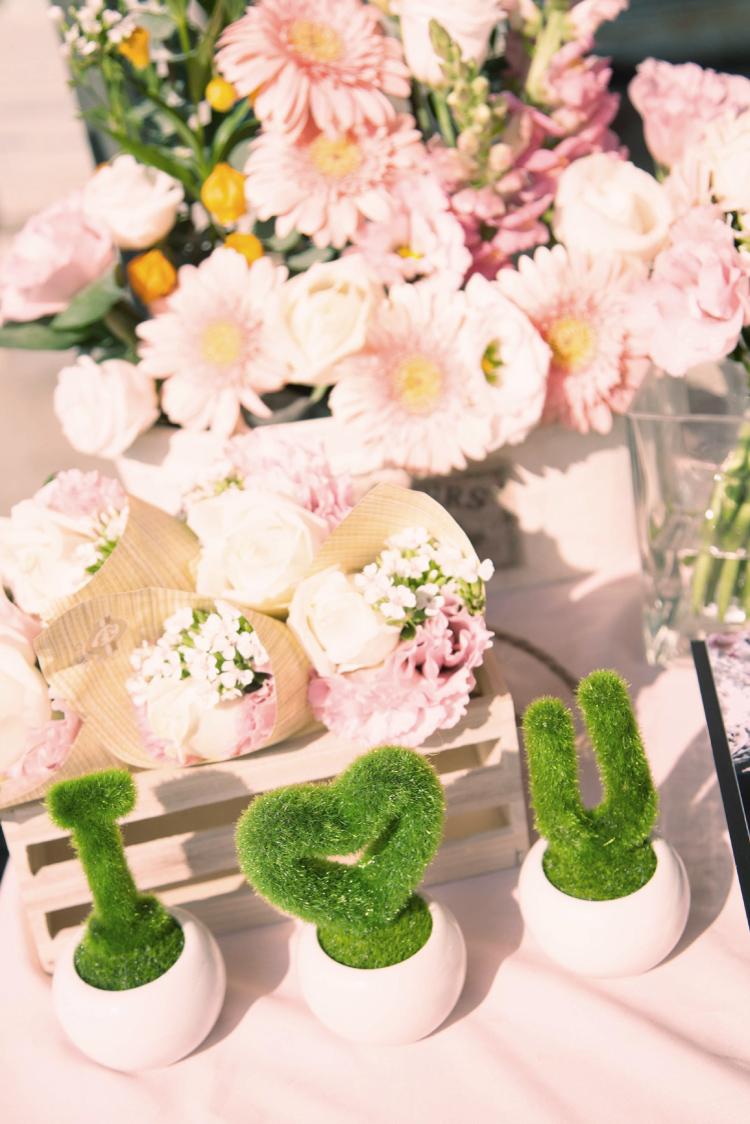 婚禮佈置可以分為氣球佈置、花藝佈置兩種,各有特色,可以佈置的風格也不太一樣喔