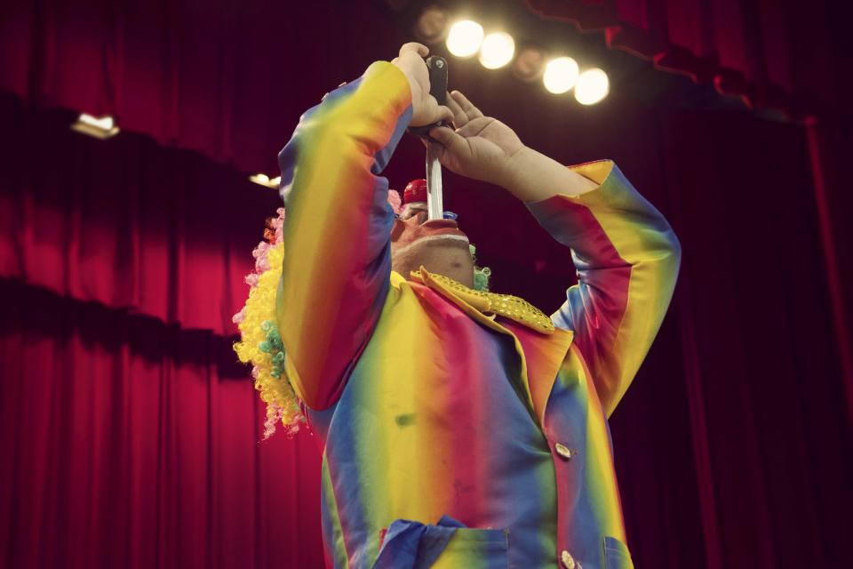 剛好銜接小丑先生的默劇秀-吞劍,大家可千萬不要模仿