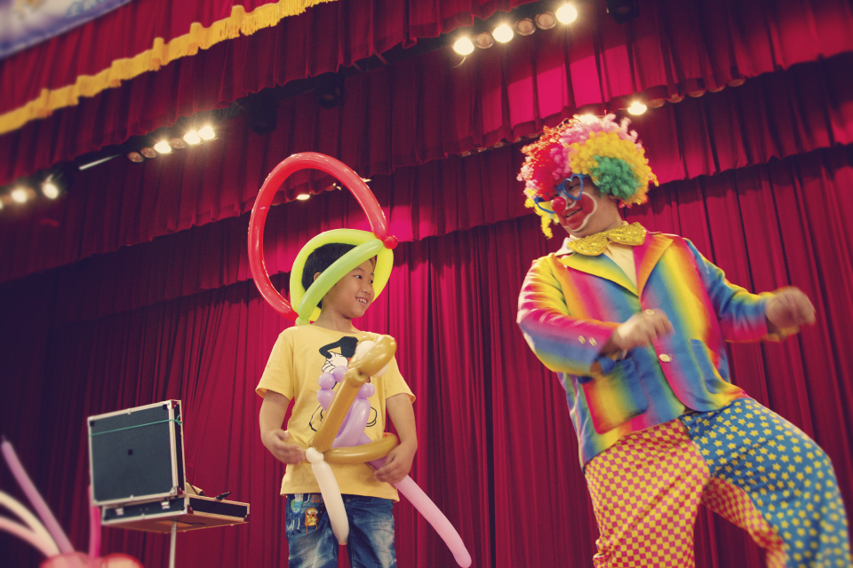 只要上台互動的小朋友我們都有送氣球
