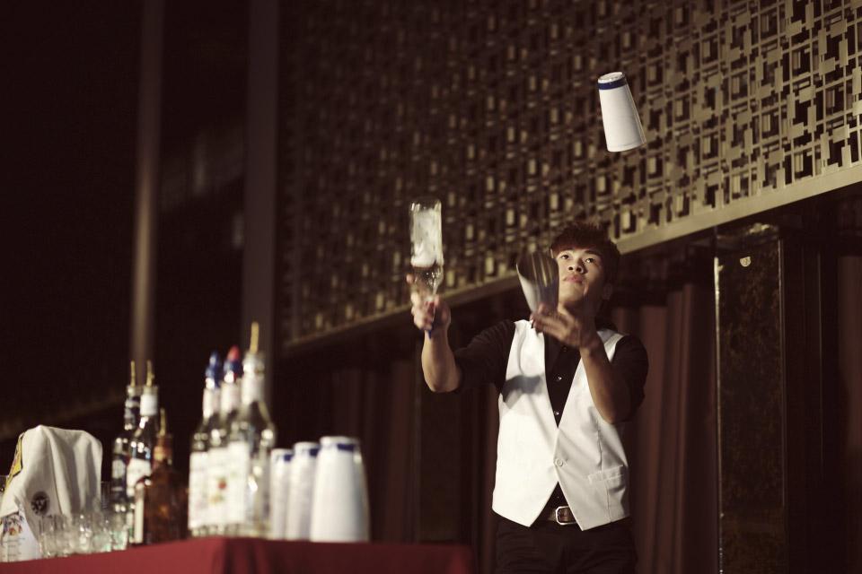 花式調酒屬於特技表演類,除了可以看到令人窒息的拋瓶表演以外