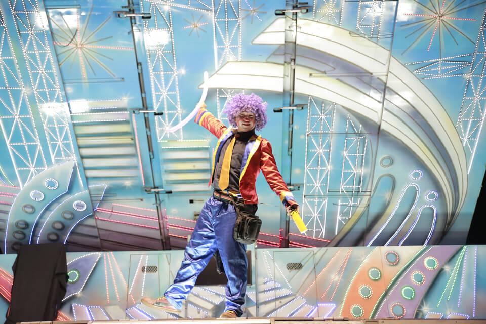 小嵩無氧化學尾牙是由專業非凡的米爾可魔術表演團隊承辦,看我們歡樂的小丑哥哥開心的在舞台上,逗趣模樣真是可愛極了