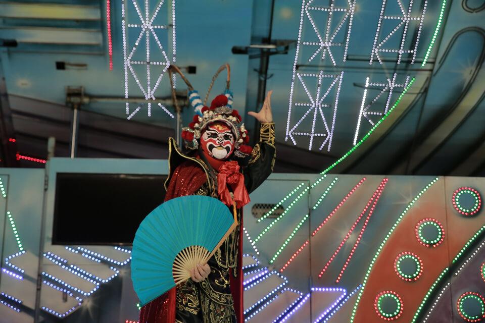 中國國粹川劇變臉大師出場啦!!真是帥呆了,每一次出場都千變萬化,精采可期的表演就在米爾可魔術表演團隊!