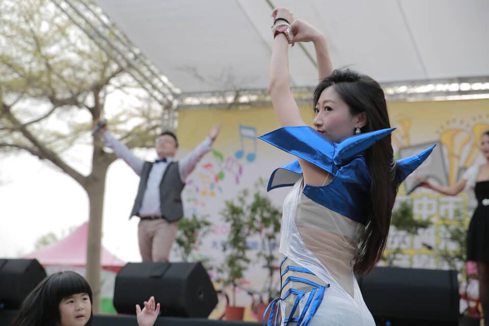 接著是熱舞表演,米爾可的舞者是經過嚴格訓練出來的,跳起舞來可是婀娜多姿、美豔動人呢!