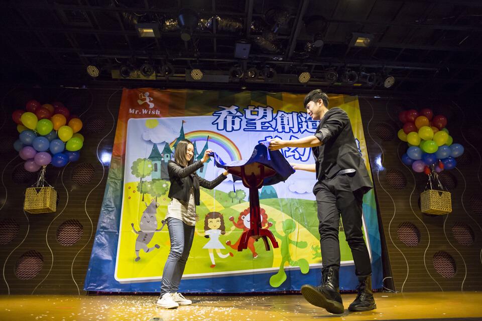活動的最後帶來了夢幻般的飛桌魔術表演,與Mr.Wish的夥伴一同完成這不可思議的表演