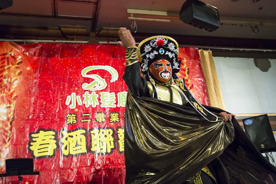 中國古典戲法川劇變臉其精湛技法變臉快如閃電