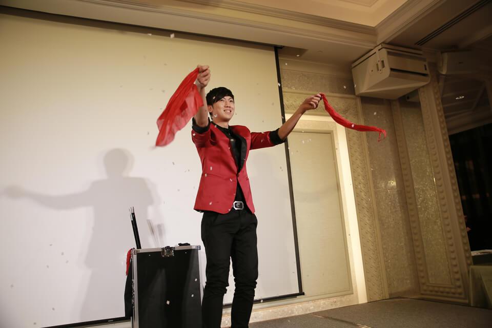 米爾可魔術表演團隊今天來到了台中林酒店,來參加普林斯頓小學的謝師宴喲