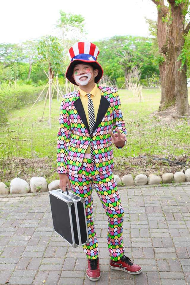 今日,深受小朋友們喜愛的小丑哥哥就是我們米爾可的最強公關啦!!請多指教~~XD