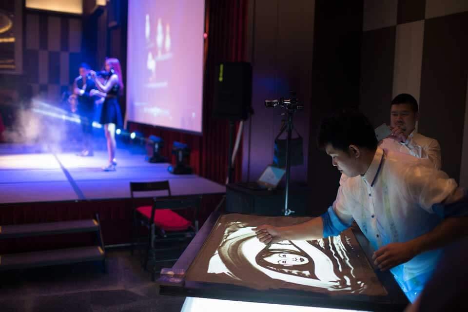 新竹大遠百精心策劃的VIP璀璨之夜,邀請了米爾可魔術表演團隊帶來精采絕倫的表演,讓上百名忠實客戶在享用美食之餘,還能享受精彩的節目!
