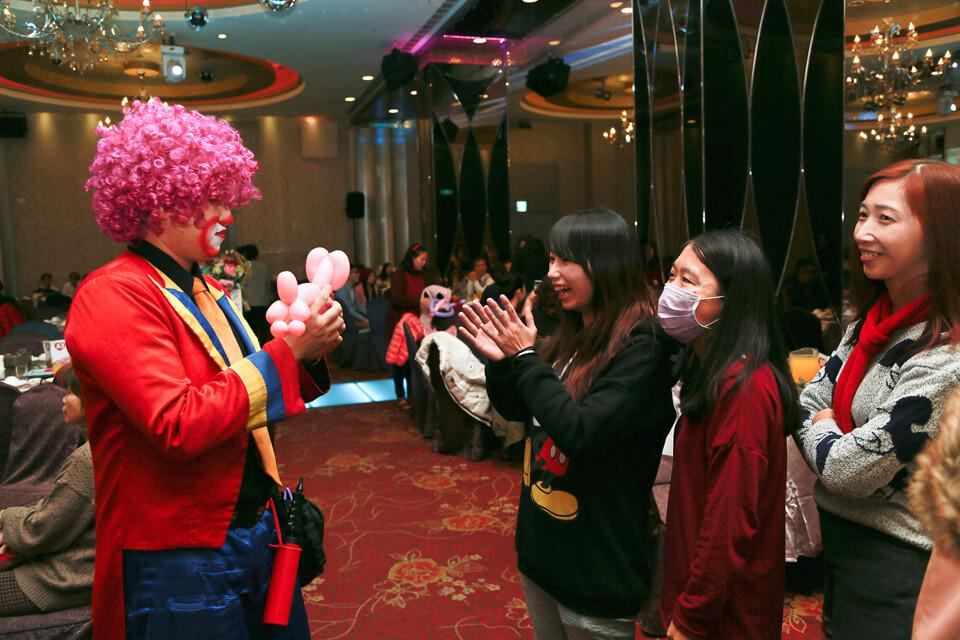 今口香食品尾牙魔術表演、氣球小丑