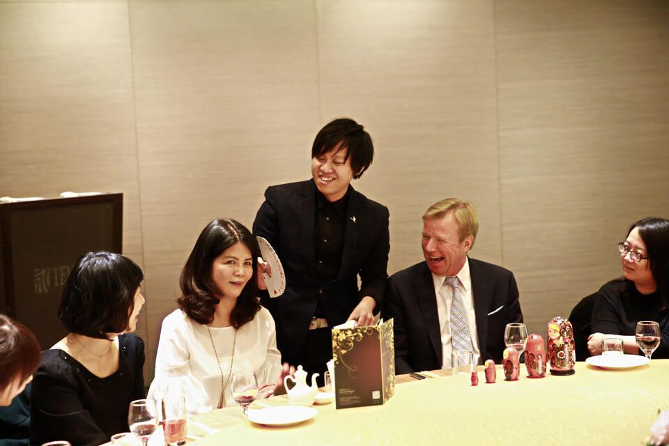香港商瑞帕拉公司尾牙 - 桌邊魔術