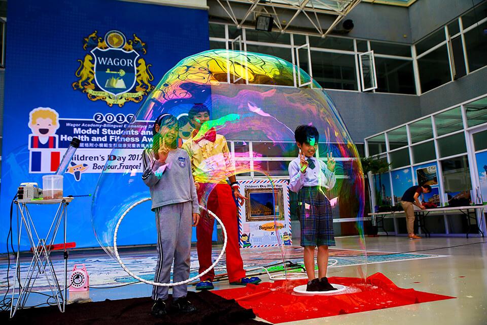 薇閣國小兒童節表演-魔幻泡泡秀、人入大汽球