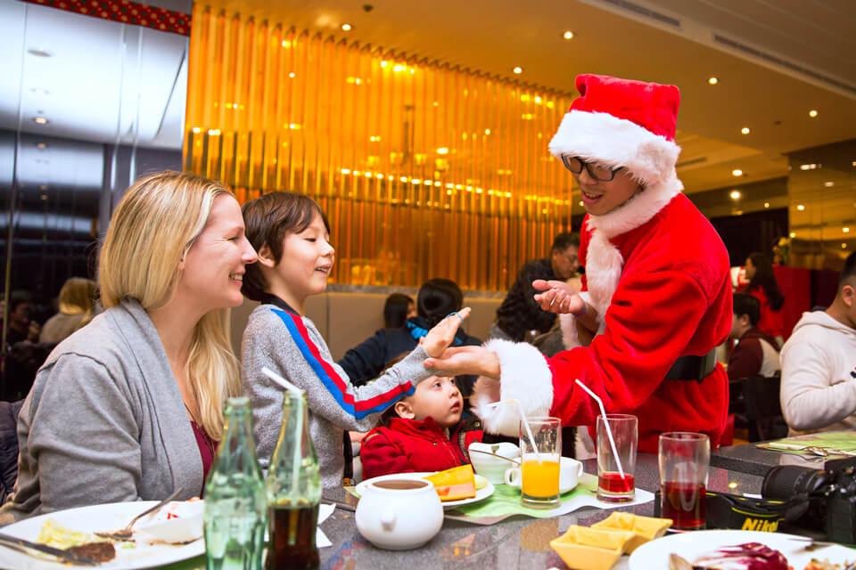 老爺酒店聖誕節活動近距離魔術表演