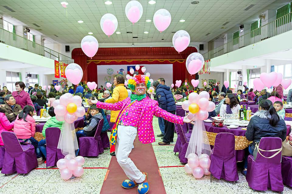 歡迎來到充滿幸福洋溢氛圍的婚禮現場!! 今天米爾可來到這裡,會進行什麼魔術表演呢?