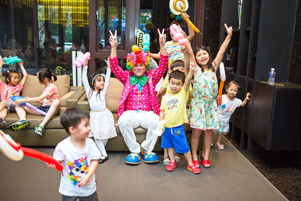 景雲見社區的住戶們~準備好了嗎?小丑哥哥來把歡樂帶來給你們囉!!