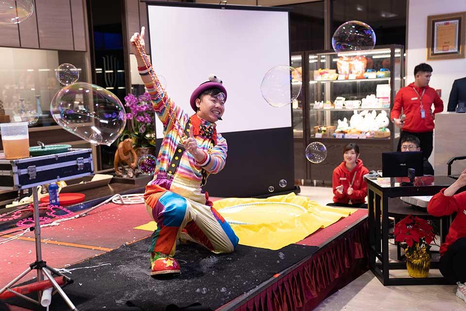 宜蘭悅川酒店跨年活動:魔術表演、小丑默劇、魔幻泡泡